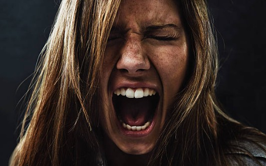 agression-cri-femme